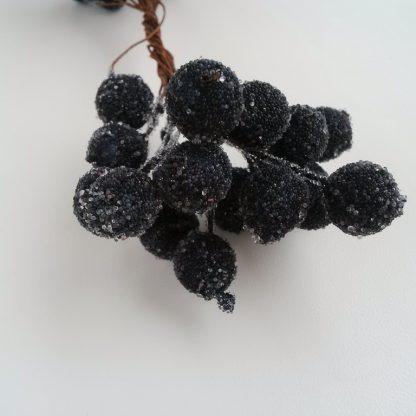 сахарные ягодки черные